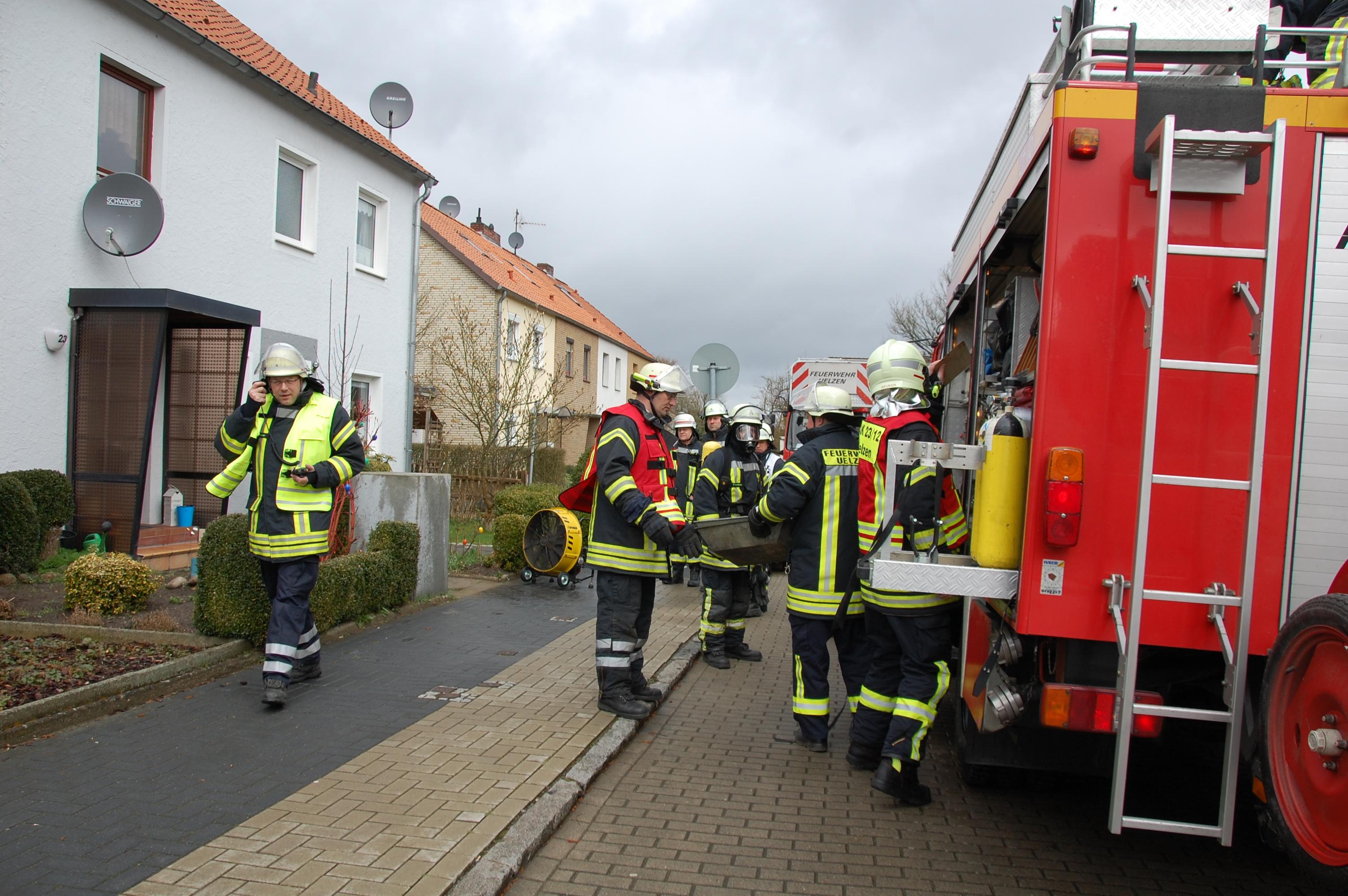 071. Zimmerbrand F3 - Menschenleben in Gefahr