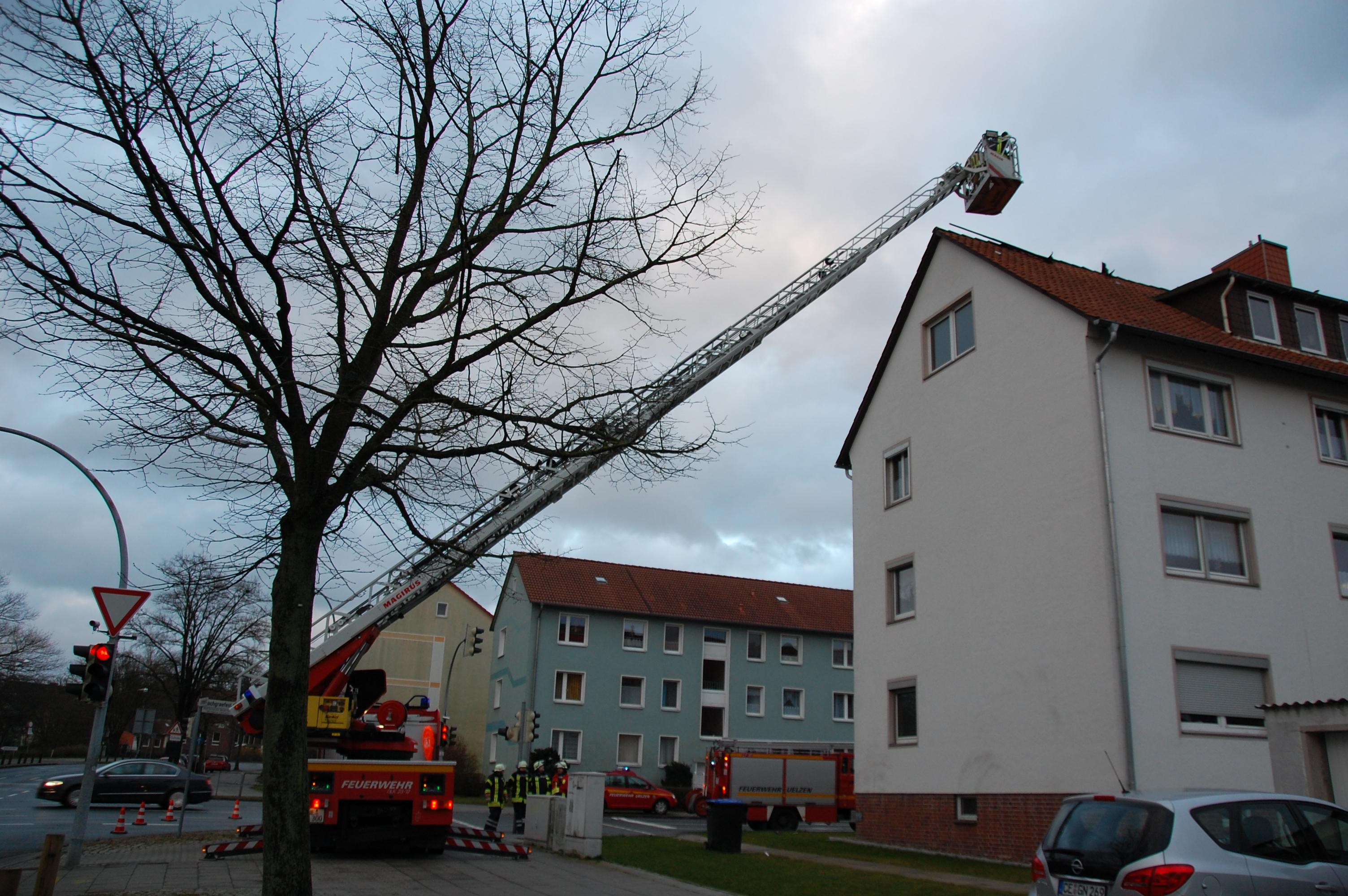 076. Sturmschaden - Gebäudeteile vom Dach entfernt