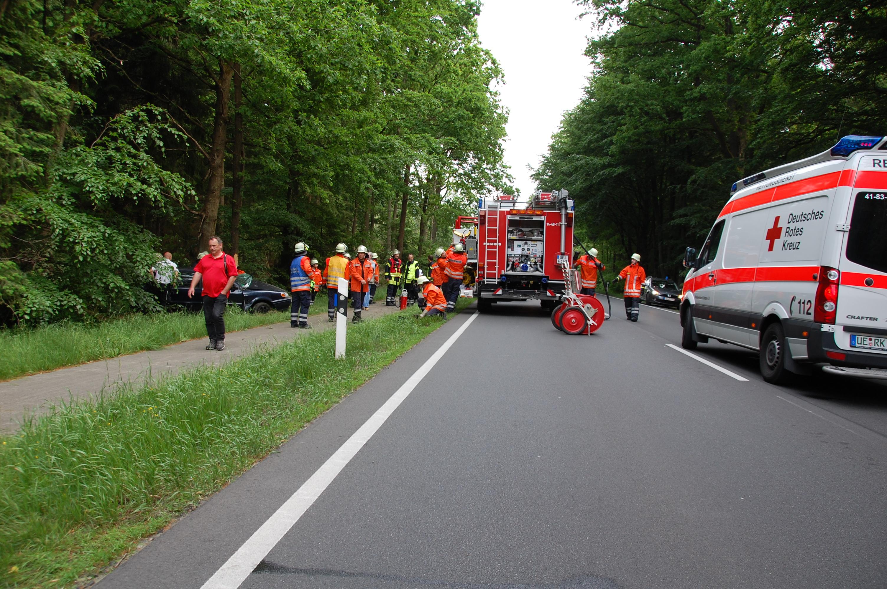 124. Verkehrsunfall - eingeklemmte Person