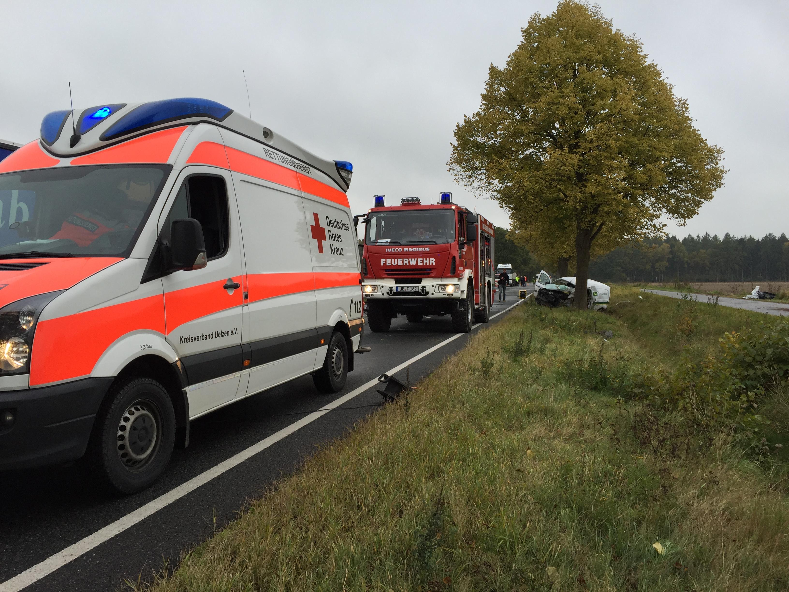 228. Verkehrsunfall mit LKW / Person eingeklemmt
