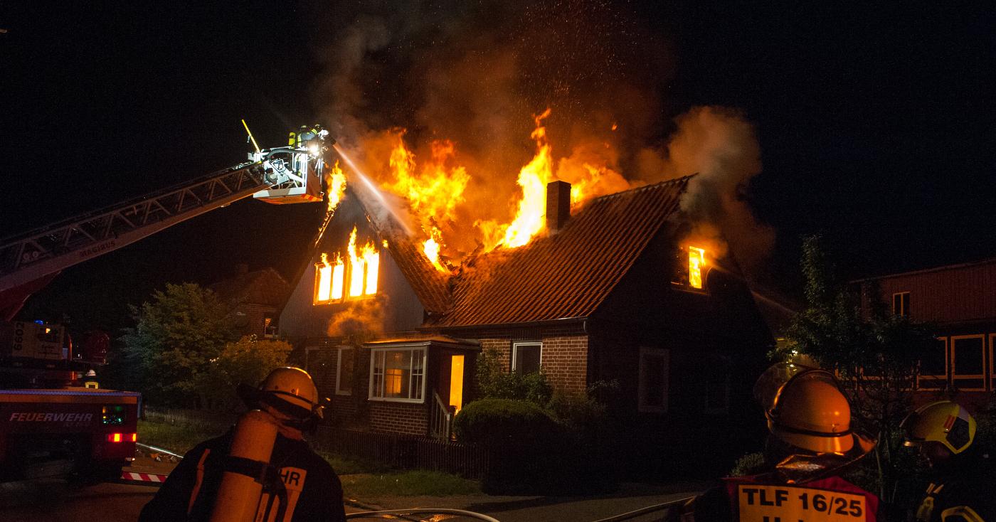 102. Dachstuhlbrand - Menschenleben in Gefahr
