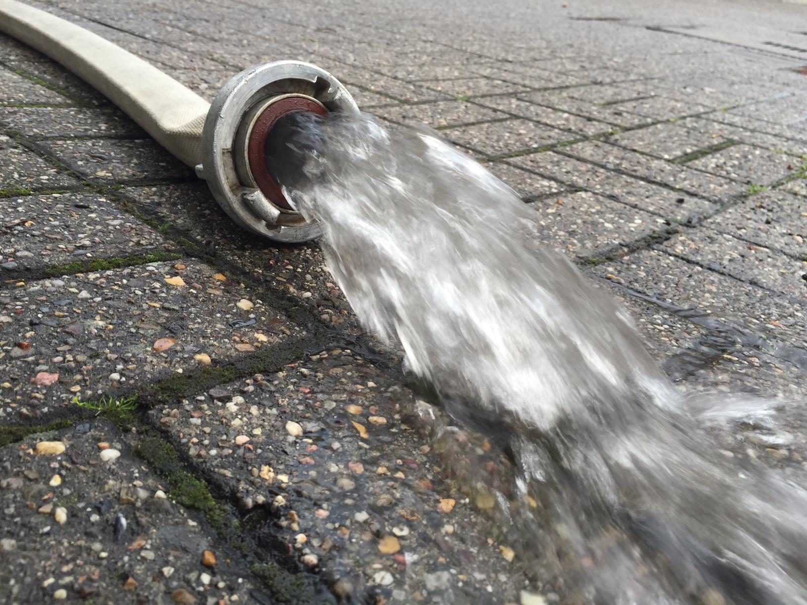 118. Wasser läuft in Einkaufsladen