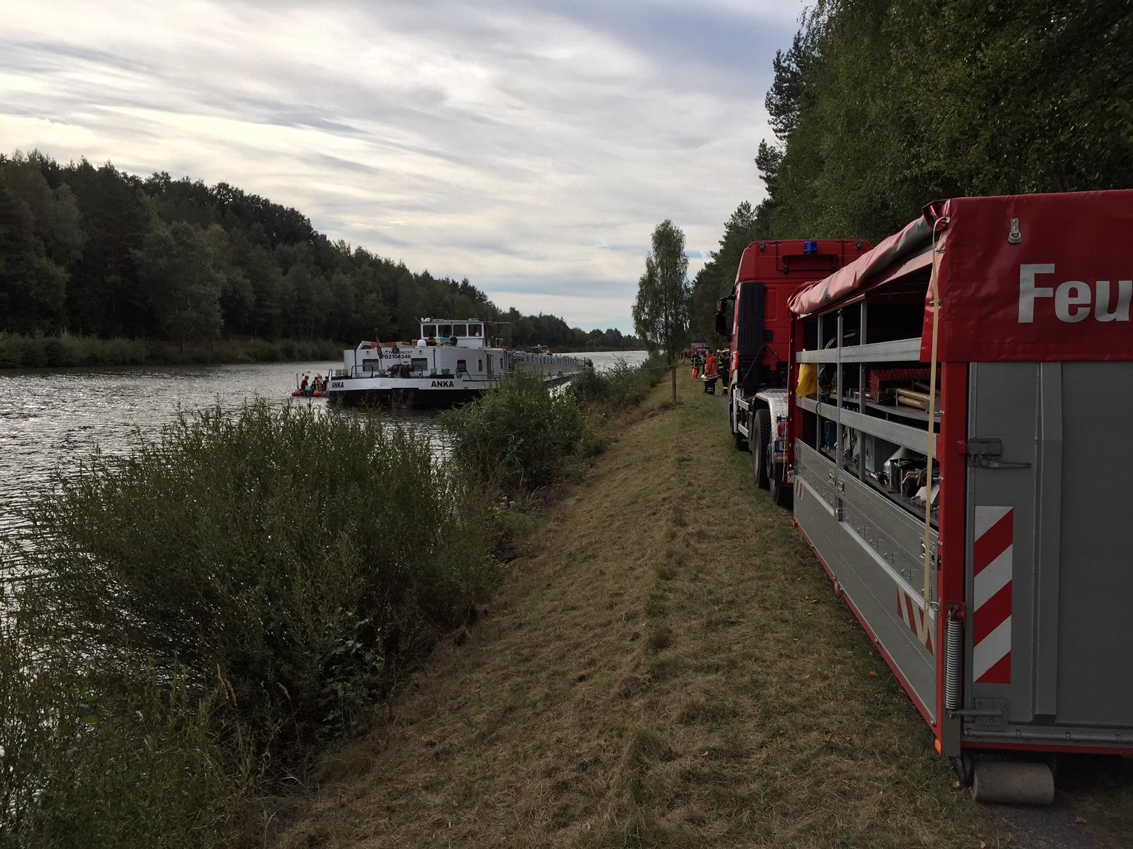 206. GefG 4 - Binnenschiff leckgeschlagen - Auslaufende Betriebsstoffe auf ESK