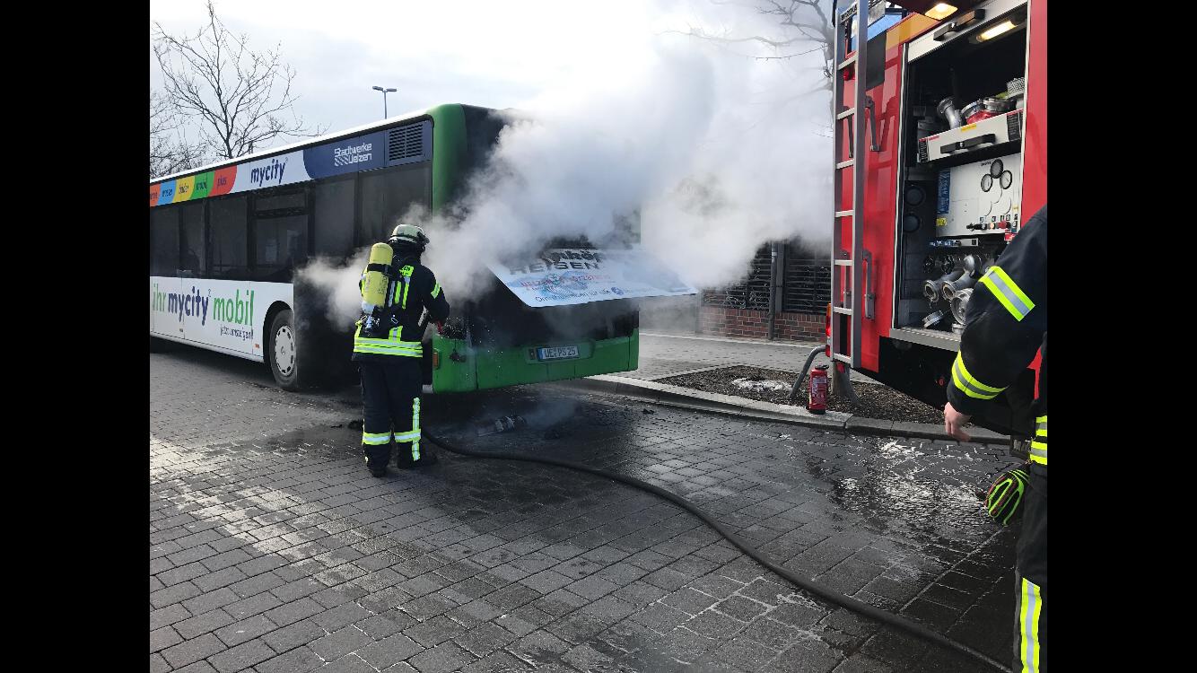 037. F2 - Motorbrand - Stadtbus