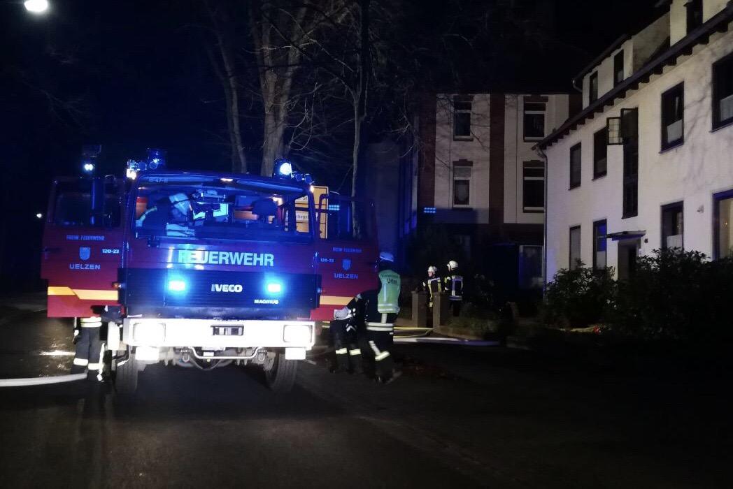 Nächtlicher Kellerbrand ruft Brandschützer auf den Plan