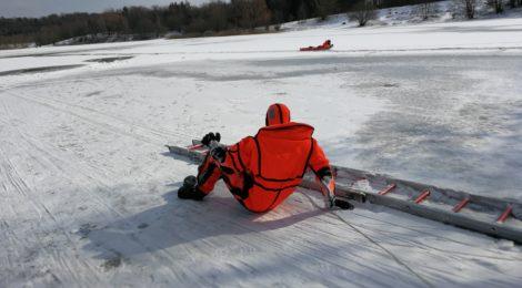 034. Hilfeleistung - - Tierrettung - Hund in See eingebrochen