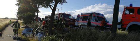 122. Verkehrsunfall - Person eingeklemmt