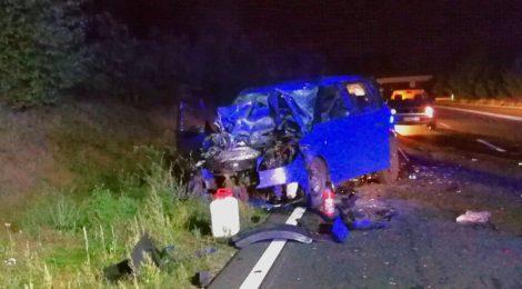 240. Verkehrsunfall - Person eingeklemmt - PKW unter landwirtschaftlichen Gerät