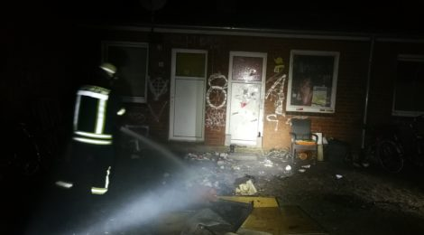 246. F1 - Brennt Unrat vor Haus